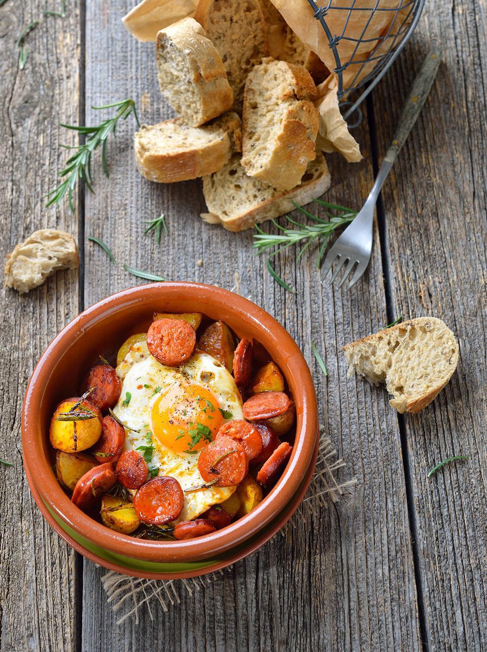 Huevos escalfados con guisantes y chorizo Palacios